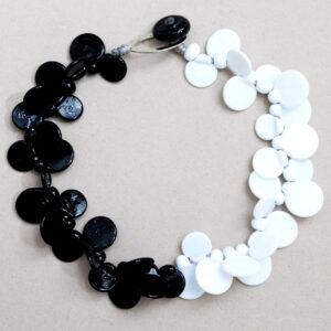 Collana LEI girocollo bianca e nera. Gioielli contemporanei in vetro di Murano