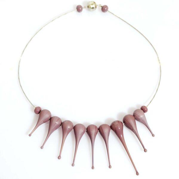 Collana Artigli viola. Olimpia Aveta Design gioielli contemporanei in vetro di Murano