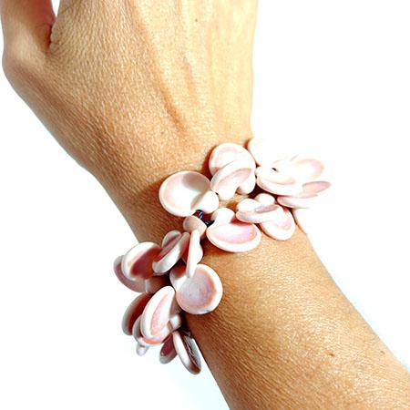 Bracciale linea LEI rosa cipria Olimpia Aveta Design gioielli contemporanei in vetro di Murano