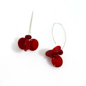 Orecchini LEI rosso ciliegia Olimpia Aveta Design gioielli contemporanei in vetro di Murano